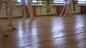kegyelem : Girls in ballet shoes do exercises during ballet class in frayed classroom