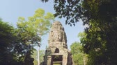 кхмерский : View ofruins of part of Angkor wat temple on sunny day