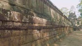 кхмерский : Wall with decorations of ancient Angkor wat temple on sunny day Стоковые видеозаписи