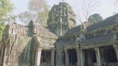 кхмерский : Ruins of Angkor Wat temple in early morning Стоковые видеозаписи