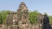 Камбоджа : Image of Buddha recognisable in ruins of Angkor Wat temple