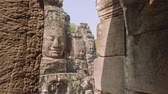 oeste : Image of Buddha recognisable in ruins of Angkor Wat temple