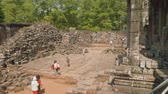 западный : Top view of ruins of ancient Angkor Wat temple Стоковые видеозаписи