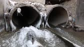 não higiênico : A waste water drainage pipe re-routing the water flow and polluting the environment in winter time. Vídeos