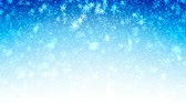 tempestade de neve : Christmas blue seamless Abstract holiday background with flying snow and snowflakes. Looped motion graphic. Stock Footage