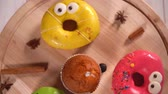 кинозвезды : Colorful ring donuts with eyes