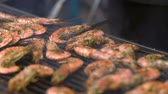 grelhado : Whole pink queen prawns sizzling on a grill