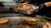 grelhado : Chef removing whole grilled fish off a griddle Stock Footage