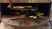 grelhado : Rotating grill with portions of beef ribs