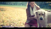 carinho : Woman with friendly dog Stock Footage