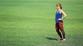 ruivo : Young woman doing exercise on grass in the park