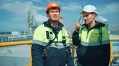 direkt : Worker with walkie talkie on industrial plant