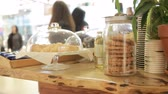 aveia : Croissants and oatmeal cookies in a glass jar on the cafe showcase. Vídeos