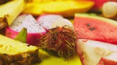 geur : Mixed tropical fruits, closeup. fresh fruit sliced. background.