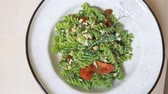カシュー : fashionable design food. vegetarian pasta with green sauce and cashew nuts