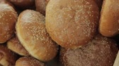 farinha integral : buns with sesame seeds Stock Footage