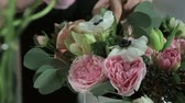 cut : Florist hand make bouquets flowers in white box