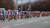 concorrentes : group of cyclist at professional race Stock Footage