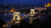 wegry : The Chain Bridge in Budapest, Hungary at night Wideo