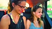foco seletivo : car ride on a road trip. concept of friendship and traveling with road safety in traveling. Slow motion
