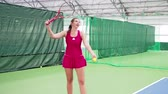 servir : Female tennis player