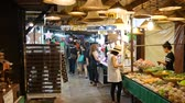 zakupy : Samut Songkhram, Thailand-September 12, 2015: Floating Market, Thailand. Amphawa Floating Market. It is one of the most popular floating markets in Thailand. Some vendors sell food on their boats. There are also many food stalls, restaurants and shops alo Wideo