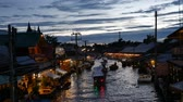 yerleri : Samut Songkhram, Thailand-September 12, 2015: Floating Market, Thailand. Amphawa Floating Market. It is one of the most popular floating markets in Thailand. Some vendors sell food on their boats. There are also many food stalls, restaurants and shops alo Stok Video