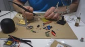 componente : Hands of a man solder repairs electronics