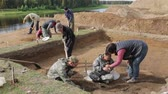 археология : The process of archaeological excavations. Demonstration of finds