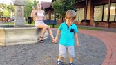 bambini : 4k footage of cheerful toddler boy running and catching flying soap bubbles at park Filmati Stock