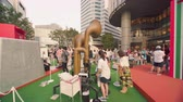 uitdagingen : Tokyo, Japan - August 25,2019: Event for Tokyo Olympic Games in 2020. Passers-by could test Giant horn to rediscover the limits exceeded by athletes. A horn that measures the expiratory flow (strength of breathing). Try to make it sound as fast as possibl