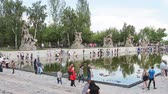 soldado : VOLGOGRAD, Russian Federation - MAY 9, 2016: Mass visits visitors of the memorial complex Mamaev Kurgan on the anniversary of victory in great world war II.