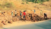 esclave : Goa, India – February 25, 2016: Unidentified people construction road in India