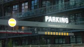 apartamentos : Neon parking sign outside a condominium building