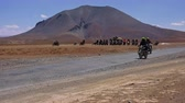 LADAKH, INDIA - SEPTEMBER 13, 2017: Indian bikers riding motorcycles and starting race on Leh-Manali Highway against Himalaya mountain range on background. Popular attraction on More plains. Vídeos
