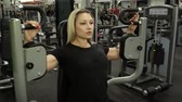 spor salonu : Beautiful girl trains in the gym. woman engaged in a sports simulator Stok Video