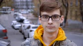 教育 : Portrait of a young man with glasses