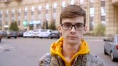 vzdělání : Portrait of a young man with glasses