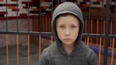 на камеру : Portrait of a boy near the metal fence Стоковые видеозаписи
