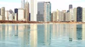 geada : Chicago, Illinois skyline reflecting on Lake Michigan icy water Stock Footage
