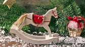 cartão de natal : Christmas white rocking horse with Christmas tree, toys and snow
