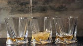 bêbado : Pouring whiskey in three glasses