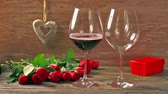 розы : Valentines days arrangements with red roses and two wine glasses over gray background