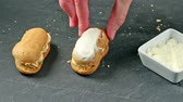 glacé : Frosting two eclairs