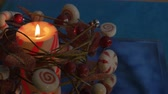 gyertyafény : red and white striped Christmas candle with berry wreath and candy accents