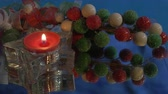 gyertyafény : Red Christmas tea light candle with berries and reflections