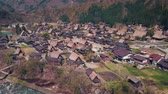 всемирного наследия : Flying over the Shogawa River and Shirakawa-go village in the Japanese Alps.