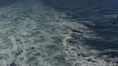 linha do horizonte : trace tail of speed boat on water surface in the sea. Stock Footage