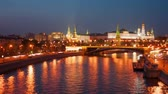 evening : Moscow Kremlin and the teristichesky ships floating down the river in the evening, timelapse