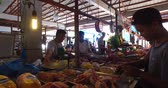 продавщица : El NIDO, PHILIPPINES - FEB. 4: Village Asian market for the sale of fruit and vegetables El Nido FEB. 4, 2016 in El Nido Philippines. Стоковые видеозаписи